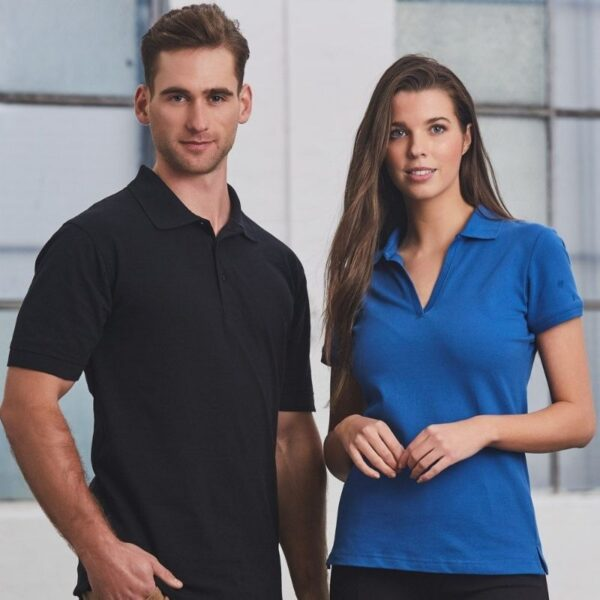 Differences Between Uniform Garments and Retail Garments